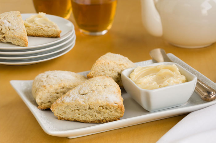 cinnamon scones with honey butter
